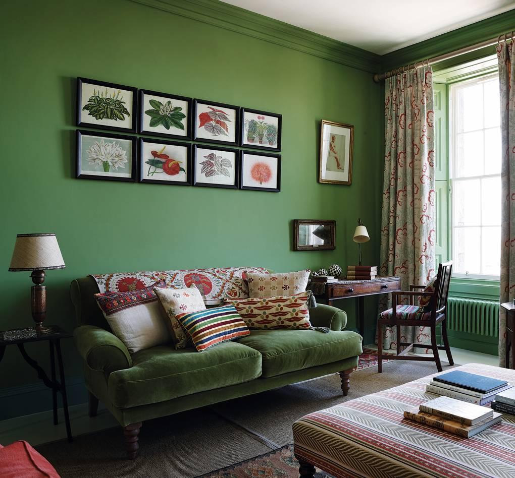 Salón con decoración verde oliva
