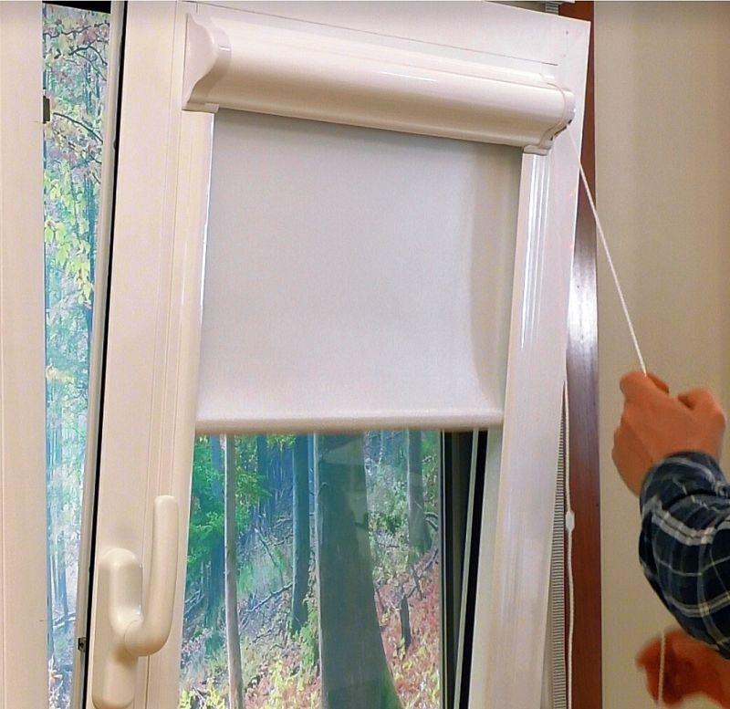 Estor enrollable marco cristal trasl cido madera estor - Estores enrollables motorizados ...